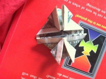 Сердце-оригами из доллара