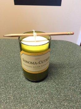 Большая свеча с подсвечником из винной бутылки