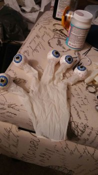 Глаза из шариков пенопласта своими руками