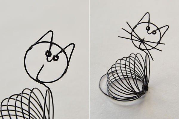 Подставка для бумаги в виде кошки из проволоки