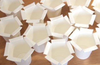 Светильник из бумажных стаканчиков своими руками