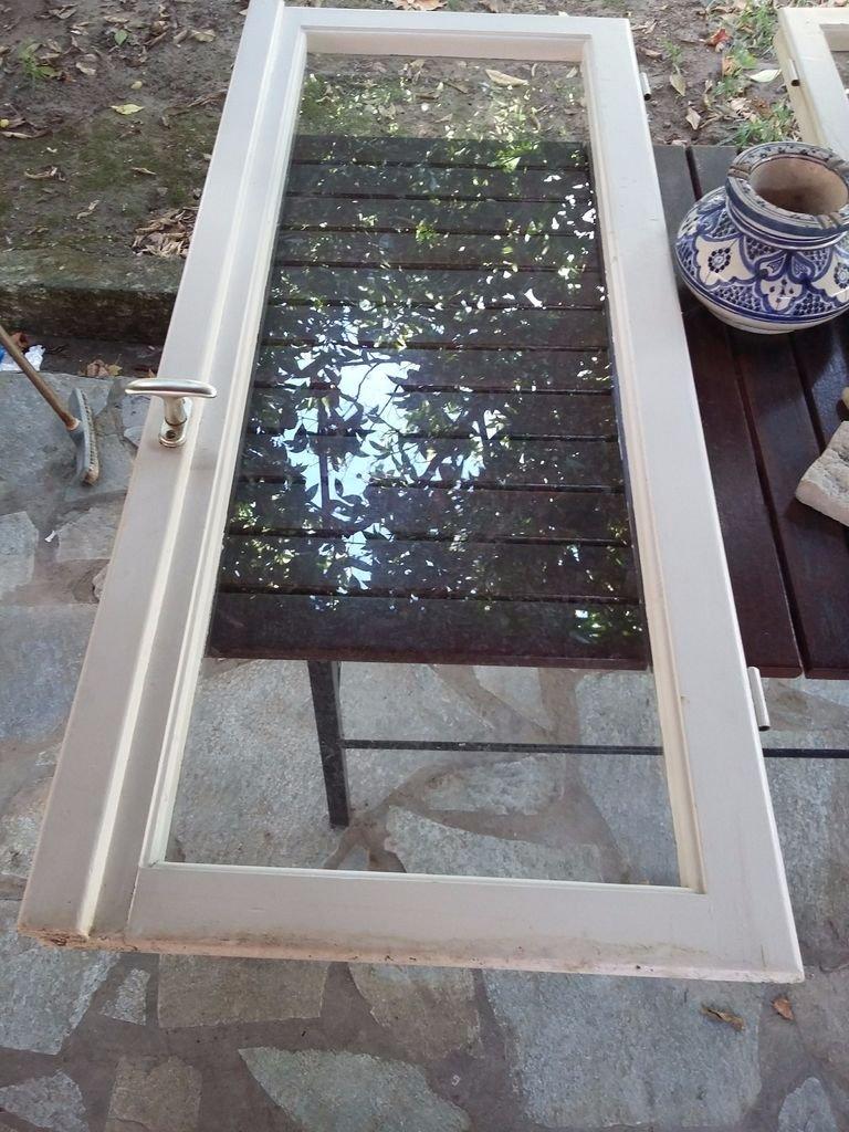 Журнальный столик из старого окна