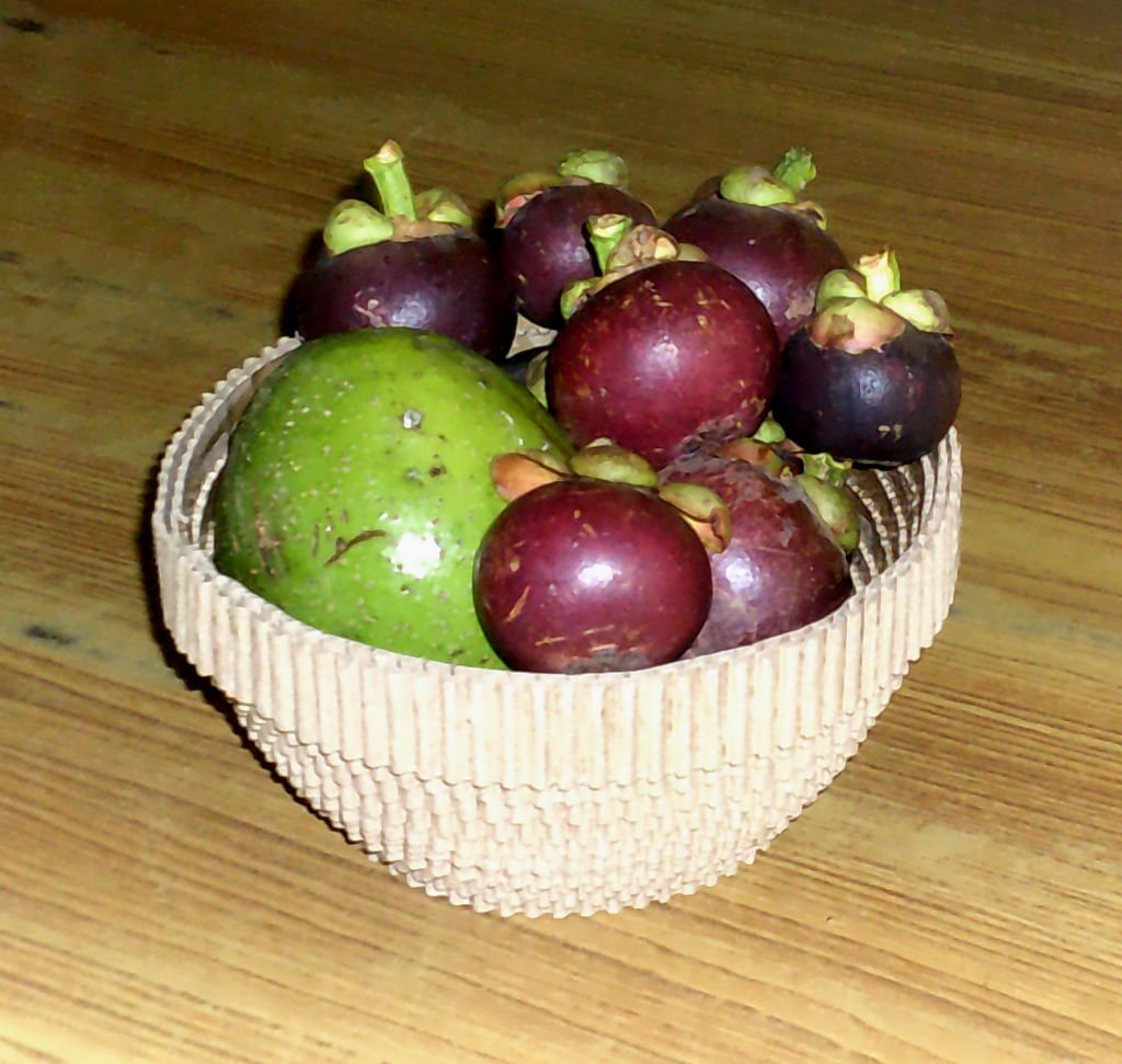 Ваза из гофрированного картона для фруктов своими руками