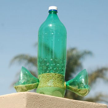 Кормушка из пластиковой бутылки для птиц своими руками