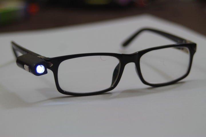 Очки со встроенным светодиодным фонариком своими руками