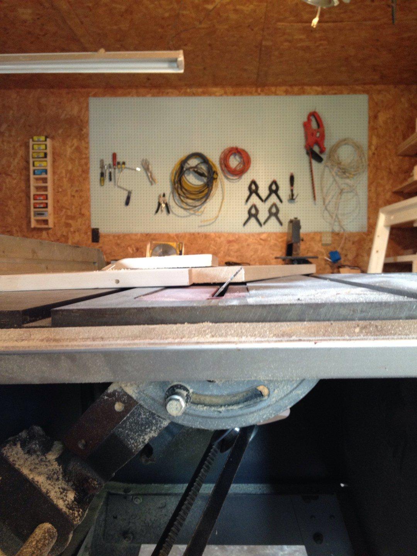 Журнальный столик из одной доски