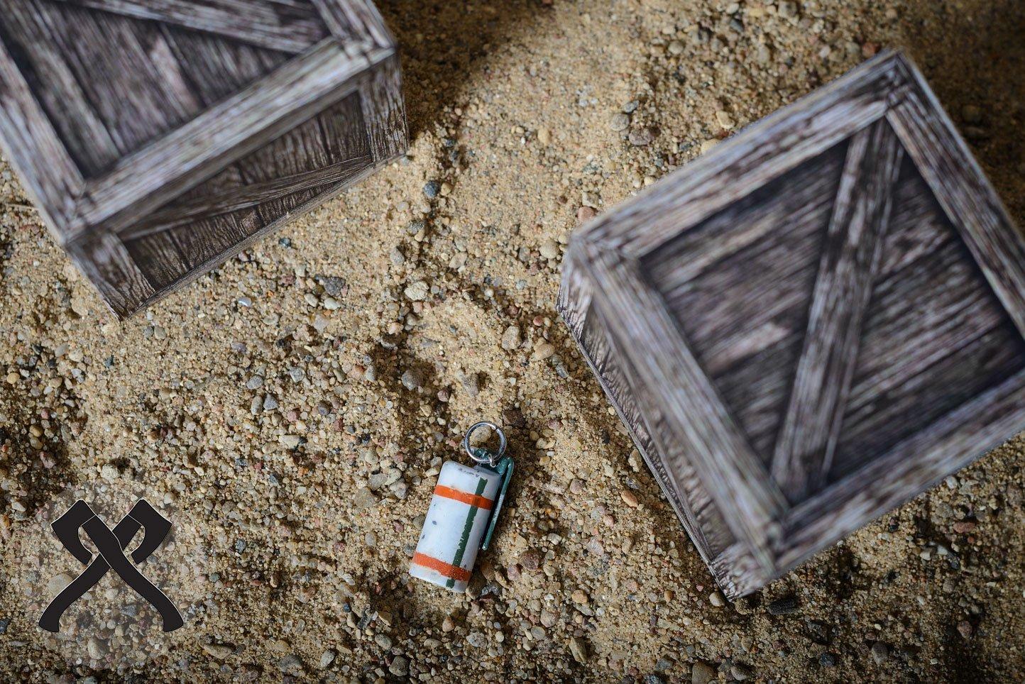 Дымовая граната из игры CS:GO в виде подвески