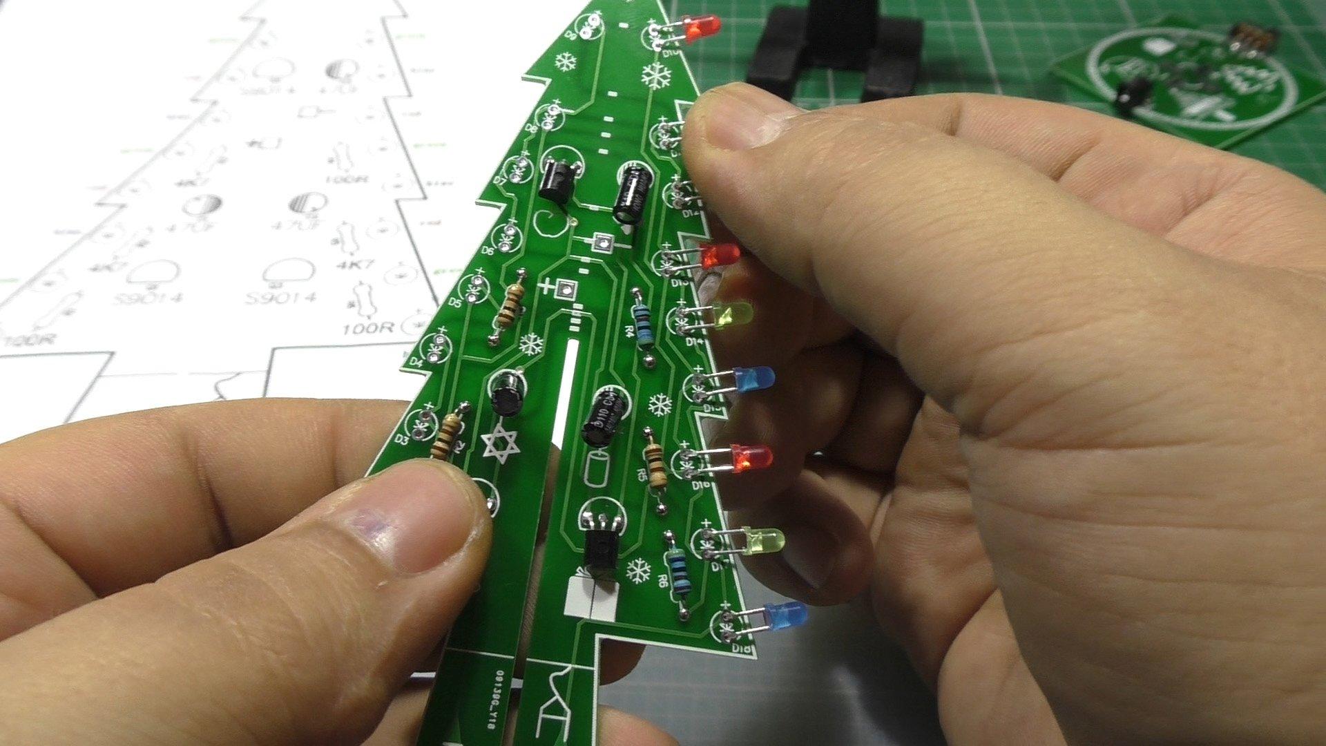 DIY-Конструктор электронной ёлочки