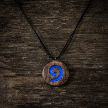 Светящийся медальон с лого игры HearthStone из дерева и смолы