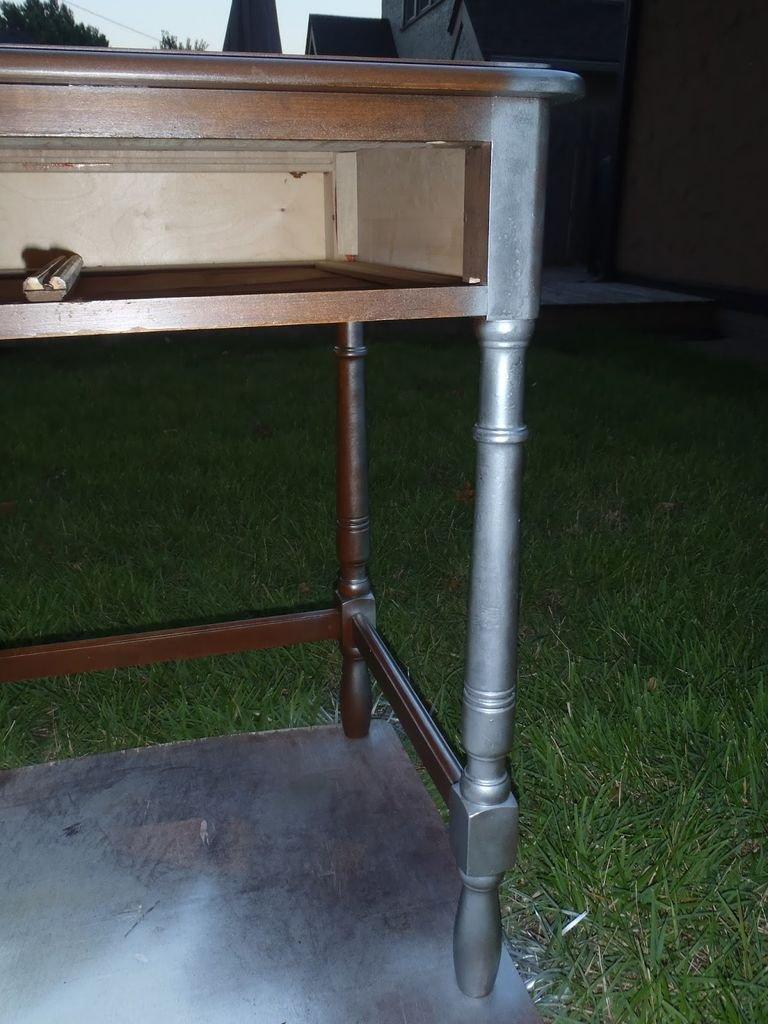 Как обновить старый стол своими руками