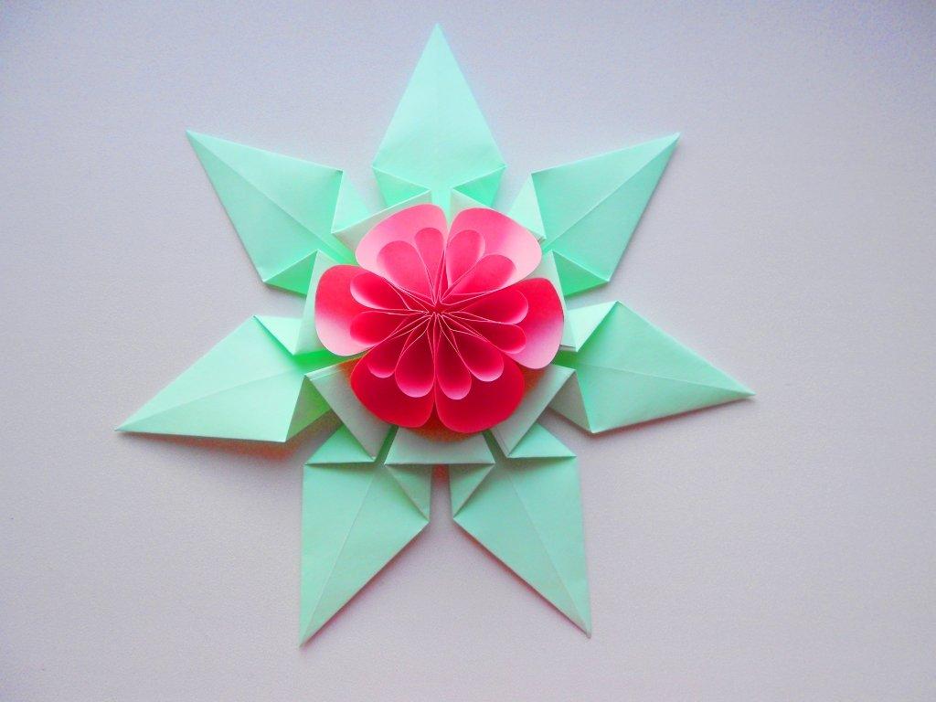 Идея декора подарков - Цветок из бумаги