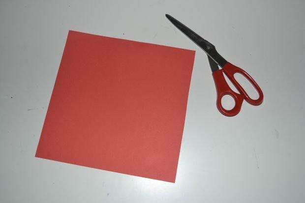Закладка оригами в форме сердца