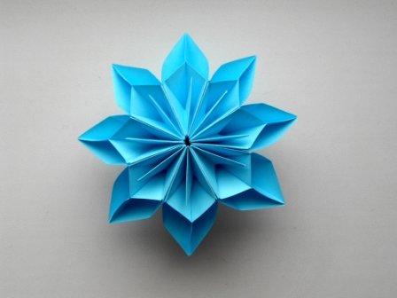 Цветок из бумаги,  Идея декорирования подарков