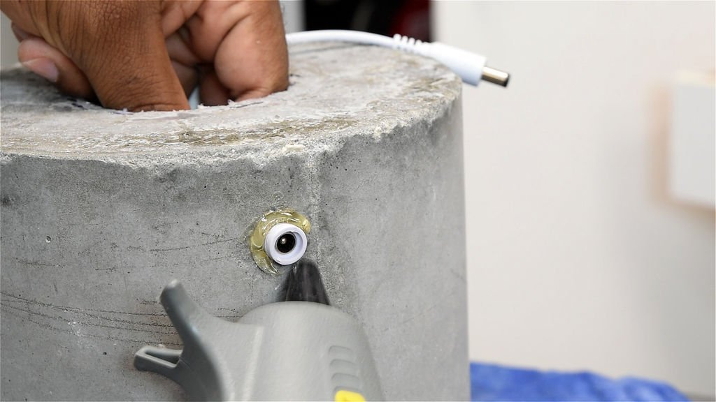 Светильник из бетона и гирлянды