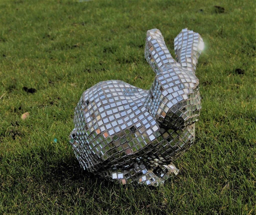 Садовый зеркальный заяц своими руками