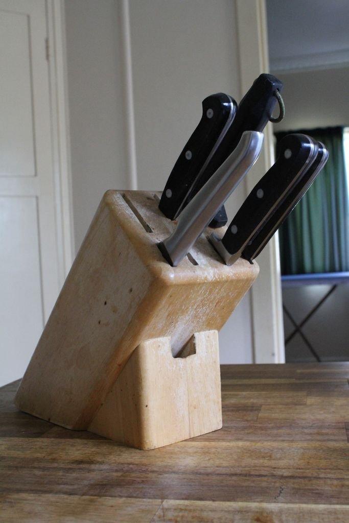 2 в 1: подставка для ножей и гаджетов своими руками