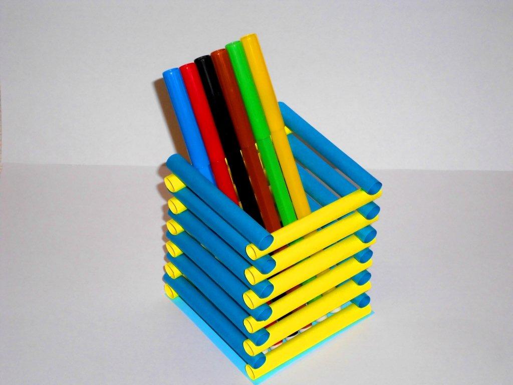 Еще одна подставка для карандашей из бумаги
