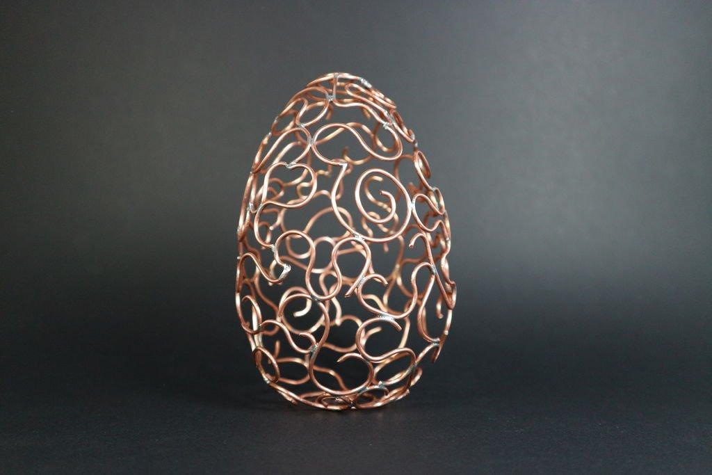 Декоративное яйцо из медной проволоки