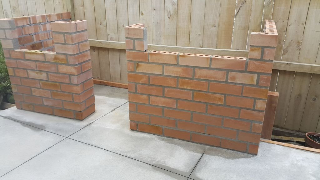 Стол барбекю из кирпича и бетона своими руками