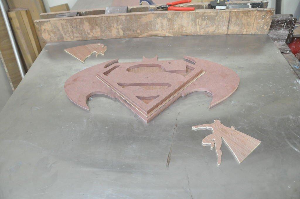 Настенные часы Бэтмен против Супермена