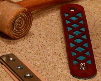 Кожаный браслет с контрастной вставкой