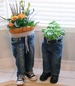 Кашпо для цветов из старых джинсов