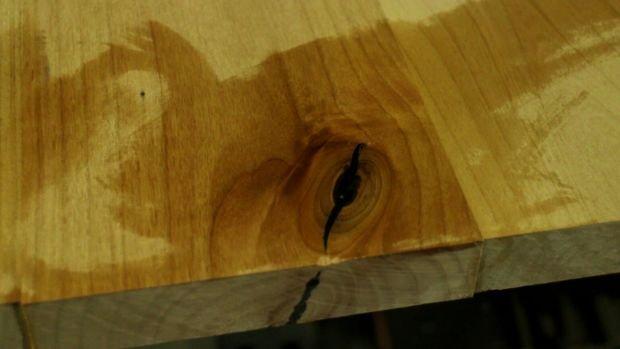 Как заделать щель в дереве своими руками