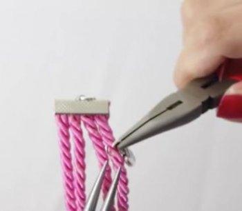 Плетеный браслет с шармом своими руками