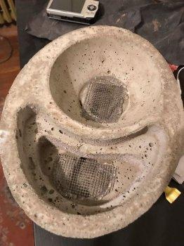 Бетонное кашпо со встроенной системой полива