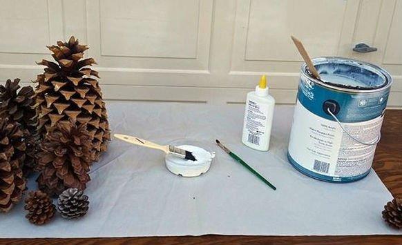 Как декорировать шишки блестками