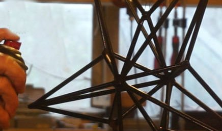 Рождественская звезда из металлических стержней