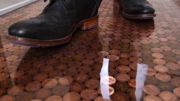 Наливные полы с монетами своими руками
