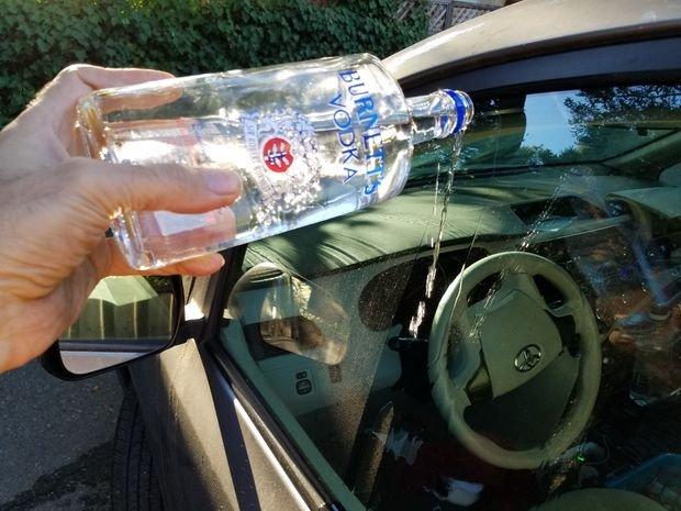 Полировка автомобильных стекол водкой